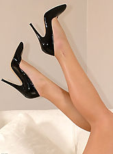 vintage stockings, Hot Blonde with bare legs and black patent stilettos