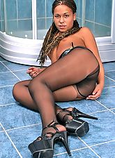 Hot ebony babe in black pantyhose and high heels